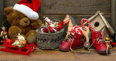 """Tradiţii şi obiceiuri de Sfântul Nicolae. """"Moşul cel bun"""" aduce multe daruri"""