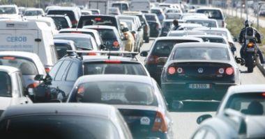 Trafic aglomerat pe mai multe drumuri naţionale şi autostrăzi
