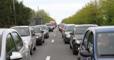 SFÂRŞIT DE VACANŢĂ! Aglomeraţie pe autostradă, şi pe mai multe drumuri naţionale