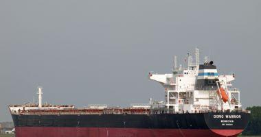 35 de nave sub operare, în porturile maritime
