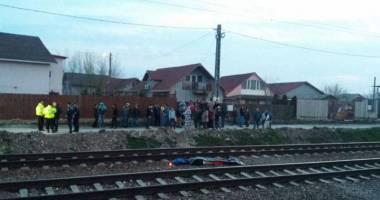 Tragediile se ţin lanţ, nimeni nu vede o problemă. De ce mor atâţia elevi şi tineri călcaţi de tren în Valu?