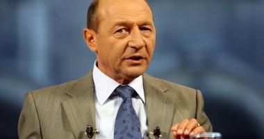 Traian Băsescu: Repunerea în funcţie a directorilor şcolari care au picat concursul, o ticăloşie