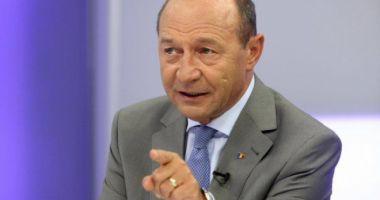 Traian Băsescu: Dragnea ţine să ne pricopsescă cu un analfabet la Educaţie