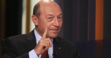 Băsescu, necruţător cu Iohannis: E nepermis să fii încă nehotărât