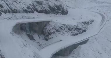 Traficul rutier este blocat pe Transfăgărăşan