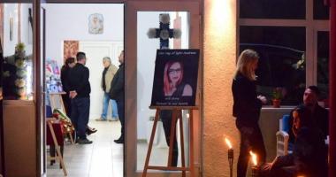 LACRIMI ŞI DURERE / Trupul Andreei Cristea, constănţeanca moartă în atentatul de la Londra, adus la Constanţa - Galerie FOTO