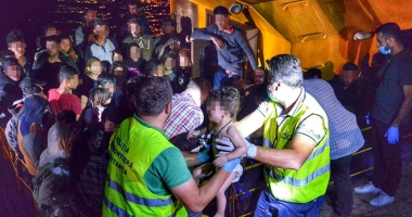 Trei călăuze, arestate la Constanţa. 49 de imigranţi au cerut azil în România