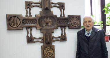 Trofeele veteranului Traian Petcu, donate Colegiului Naţional