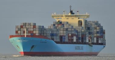 Tuburi cu 177 kilograme de cocaină, ataşate de coca unei nave