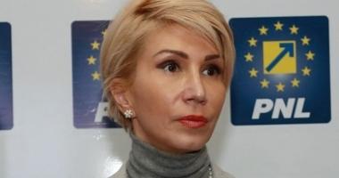 """Raluca Turcan: """"Negriţoiu trebuie demis. Decizia la nivelul ASF a fost contaminată politic de PSD"""""""