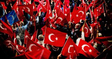 Turcia: Mitinguri împotriva prelungirii stării de urgență