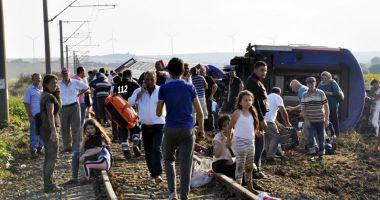 Turcia: Un tren a deraiat aproape de granița  cu Grecia. Bilanțul este tragic