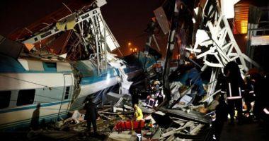 Foto : IMAGINI CUTREMURĂTOARE! Tragedie de proporţii în Turcia. Un tren de mare viteză s-a ciocnit cu un tren local. 7 morţi