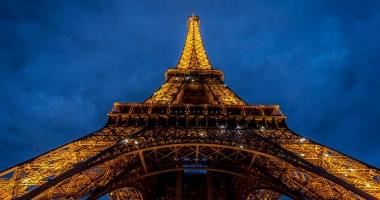 Parisul stinge luminile de pe Turnul Eiffel, ca gest de solidaritate cu orașul sirian Alep