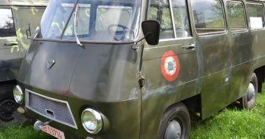 Vă plac vehiculele militare? O piesă de colecţie, dar şi banii… / GALERIE FOTO