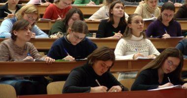 Veste bună pentru studenţi şi absolvenţi. Câte locuri sunt disponibile în programul de internship al Guvernului