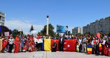 """UDTR, spectacol aniversar de """"Ziua Limbii Turce"""""""