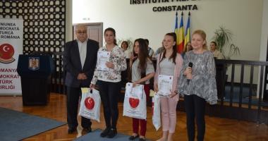 Elevii care studiază limba turcă, premiaţi de UDTR şi ISJ