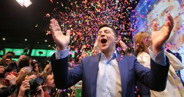 UE salută puternicul ataşament al Ucrainei faţă de democraţie după alegerea lui Zelenski