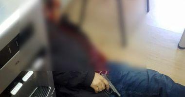 ALERTĂ! S-a împușcat în cap în oficiul unei companii de creditare! Avea un credit de 13 mii de dolari