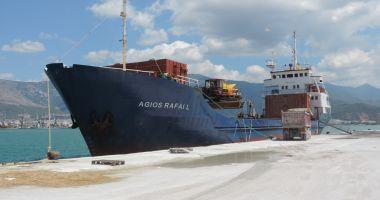 Un cargou a eșuat pe stâncile de pe coasta croată