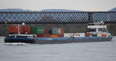Un cargou a scufundat două bărci