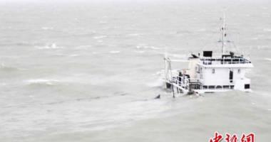 Un cargou chinez s-a scufundat, fiind surprins de taifun