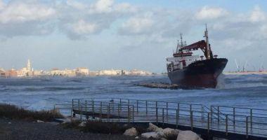 Un cargou turcesc a eșuat din cauza vântului puternic
