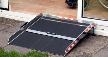 Unde poţi reclama lipsa rampelor de acces pentru persoanele cu handicap