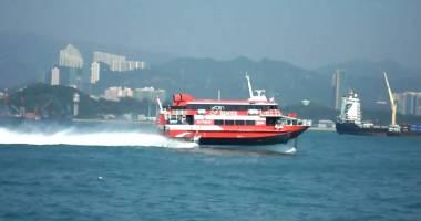 Un ferry-boat s-a ciocnit cu un obiect din apă; 30 de pasageri au fost răniţi