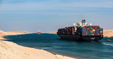 Un portcontainer a eșuat pe Canalul Suez, blocând traficul
