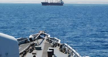 Un tanc petrolier a fost atacat de piraţi înarmaţi în Golful Aden