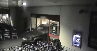 CA-N FILME! Iată cum au dat spargerea hoţii de paypoint-uri, din Constanţa - VIDEO