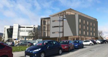GALERIE FOTO / Clădire de patru etaje vizavi de Lupoaică. Proprietarii terenului vor să ridice un restaurant şi birouri