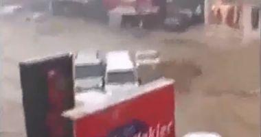 IMAGINI APOCALIPTICE! Maşini distruse şi inundaţii, după o furtună devastatoare