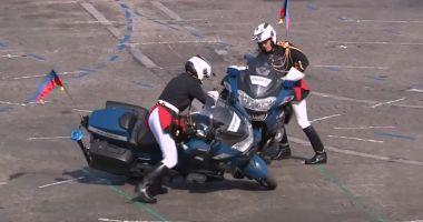 VIDEO. Doi motociclişti s-au lovit în timpul paradei de Ziua Franţei, chiar în faţa preşedintelui Macron