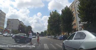 VIDEO ŞOCANT! Şofer inconştient, la un pas să spulbere doi pietoni, pe trecere, în Constanţa