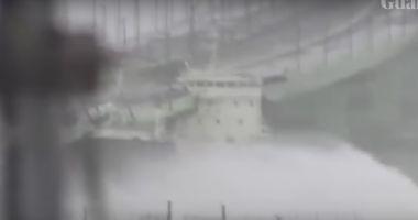 VIDEO. Momentul în care taifunul Jebi izbește de un pod un petrolier de peste 2.000 de tone