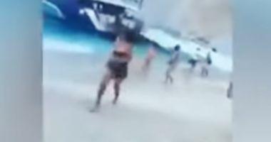 Momentul în care o parte dintr-o faleză s-a prăbușit. Cel puţin 7 turiști au fost răniţi
