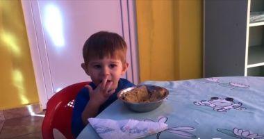 VIDEO. Meniuri noi în creşele din Constanţa: alimente bio, avocado, ananas, pâine cu fibre