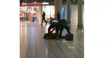 VIDEO. Un român a fost arestat, după ce a amenințat cu un cuțit pasagerii din aeroportul din Amsterdam