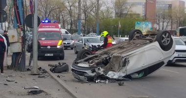 Foto : UPDATE - Maşină răsturnată, în staţiunea Mamaia