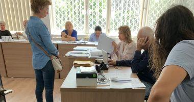 Sistemul de vot, blocat la secția de votare de la Liceul Traian