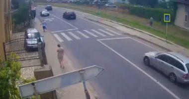 Foto : VIDEO ŞOCANT! Pieton spulberat pe trecere, la Mangalia!
