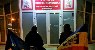 Protest la Constanţa: USR, planton la uşa PSD