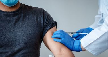 R. Moldova a început campania de vaccinare contra Covid-19, cu dozele donate de România