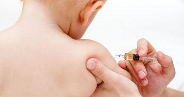 Trei sferturi din români sunt pro vaccinarea copiilor