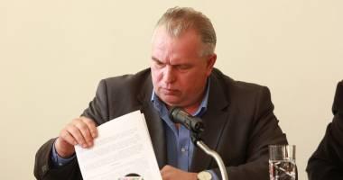Pe Nicu�or Constantinescu �l pa�te excluderea din partid!