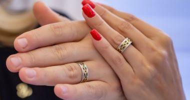 O tânără de 19 de ani s-a căsătorit cu un bărbat cu 42 de ani mai mare decât ea