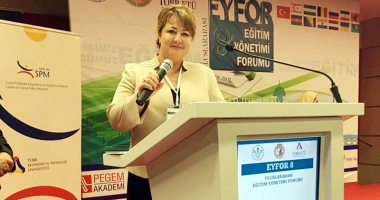 Vildan Bormambet, de la UDTR, prezentă la Forumul pentru Educaţie de la Ankara